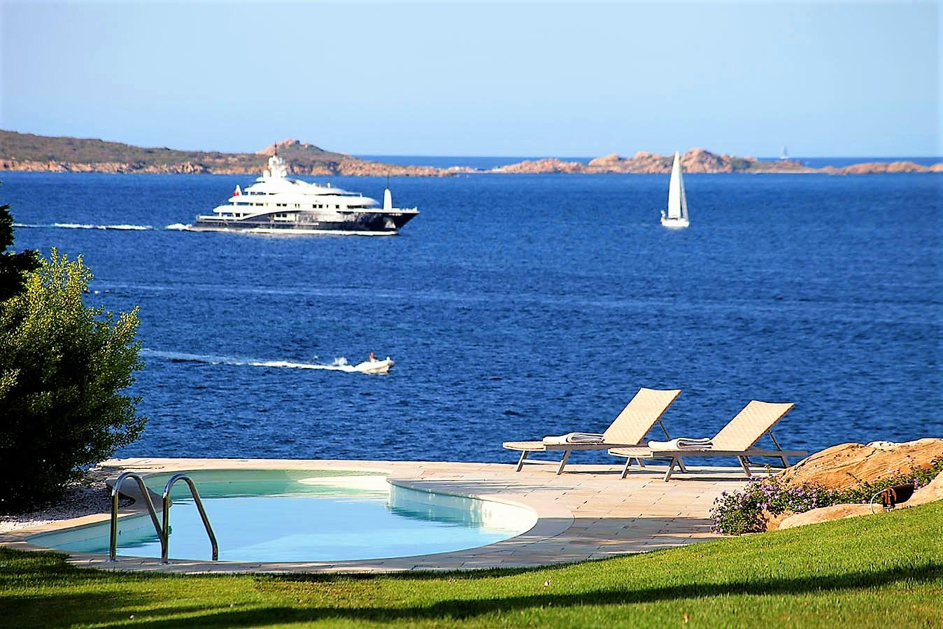 WATERFRONT VILLA FOR SALE PUNTA LADA
