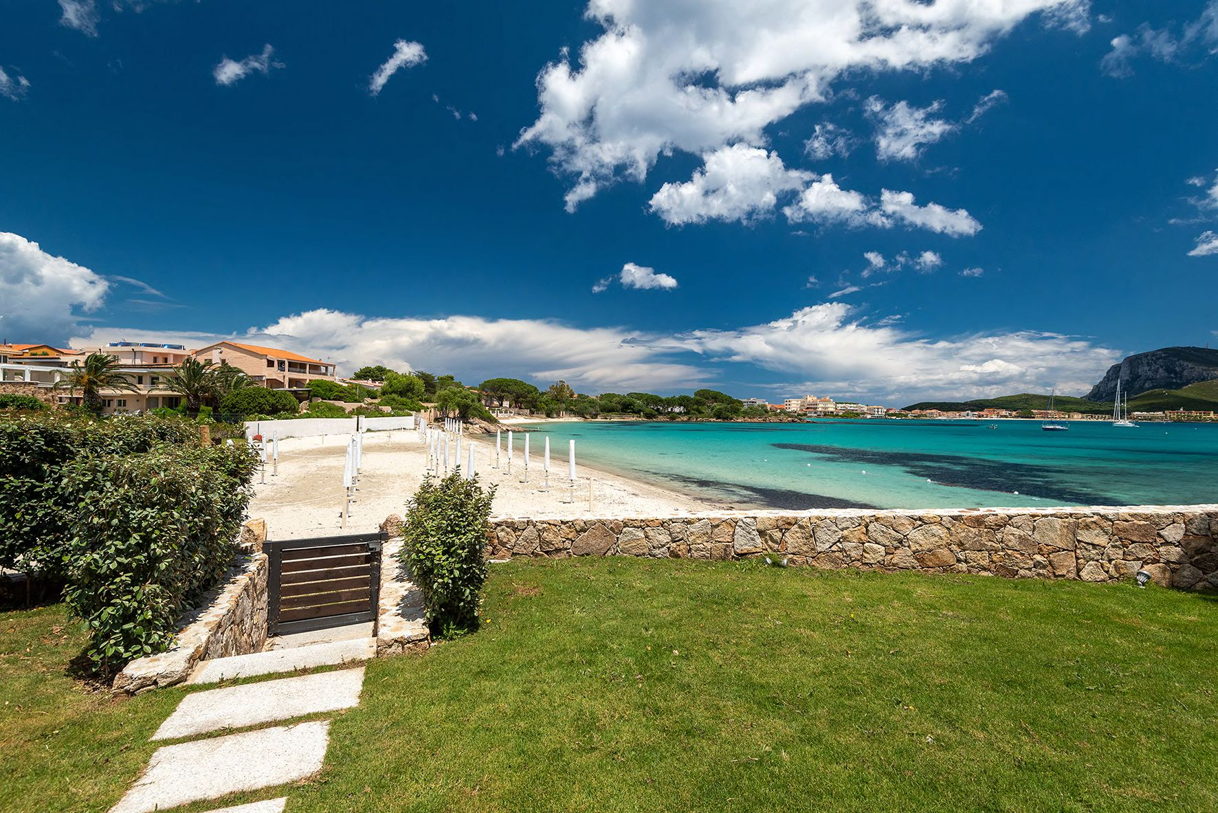 VILLA GOLFO ARANCI FOR SALE BY THE SEA